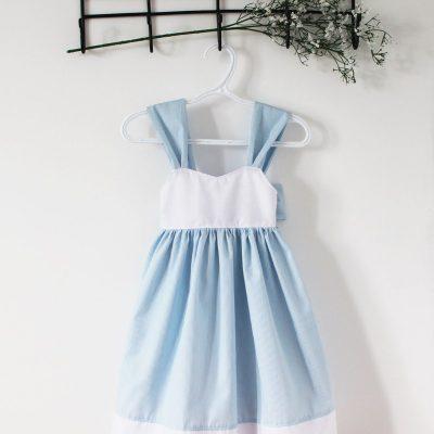 Robe ample rayée bleue et blanche avec grosse boucle au dos 8